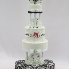 Damask Piping & Royal Iced Scrolls Wedding Cake