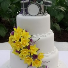 Drummer & Treehugger, Sugar Welsh Daffodils and Scottish Thistles & Heather Wedding Cake