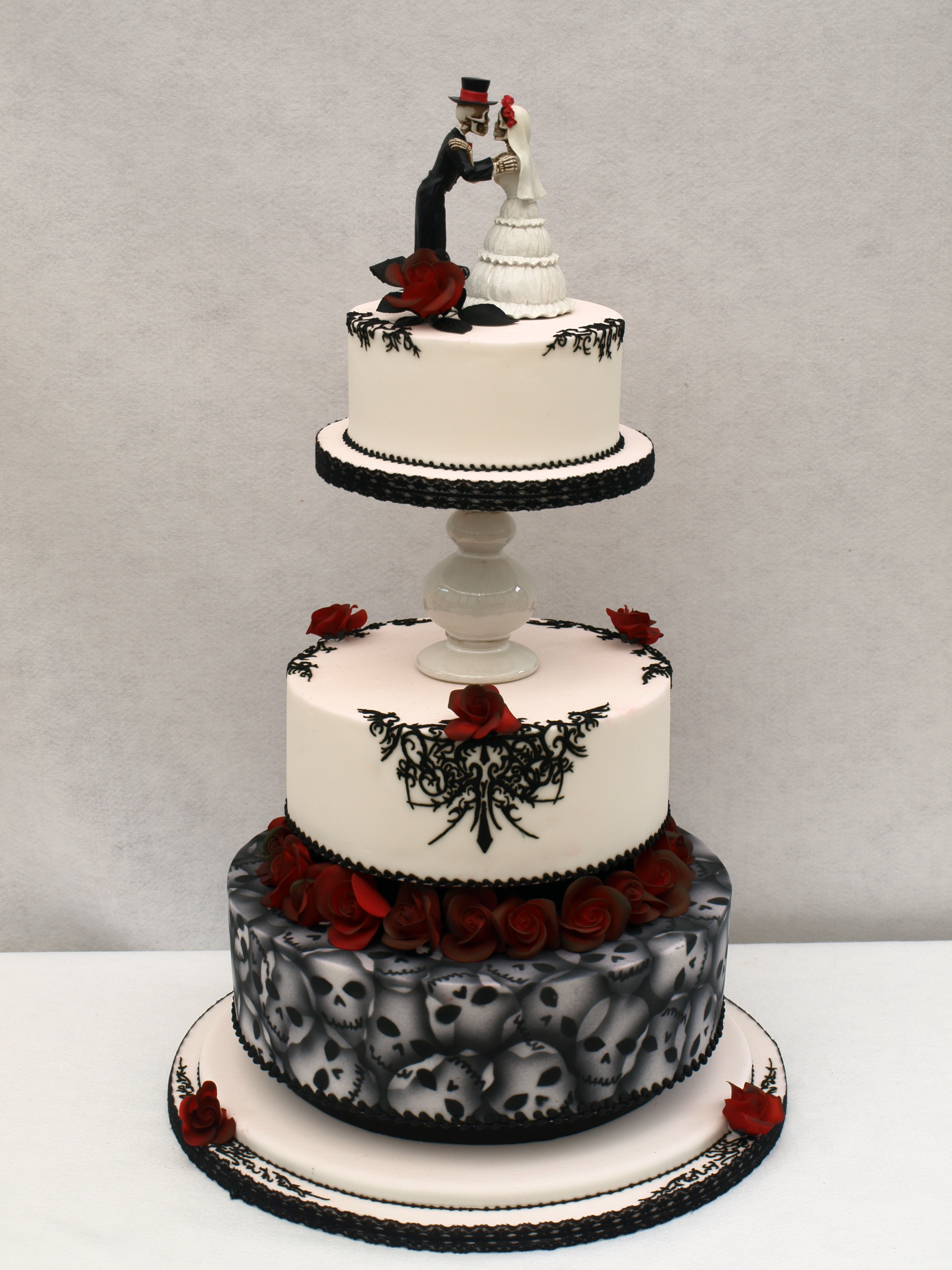 Galleries sugarpaste wedding cakes donna jane cakes gothic skulls tattoo piping wedding cake junglespirit Image collections