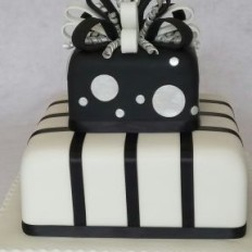 Sugar bow, circles and stripes parcel wedding cake