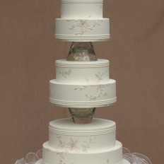 Tube embroidered royal iced wedding cake